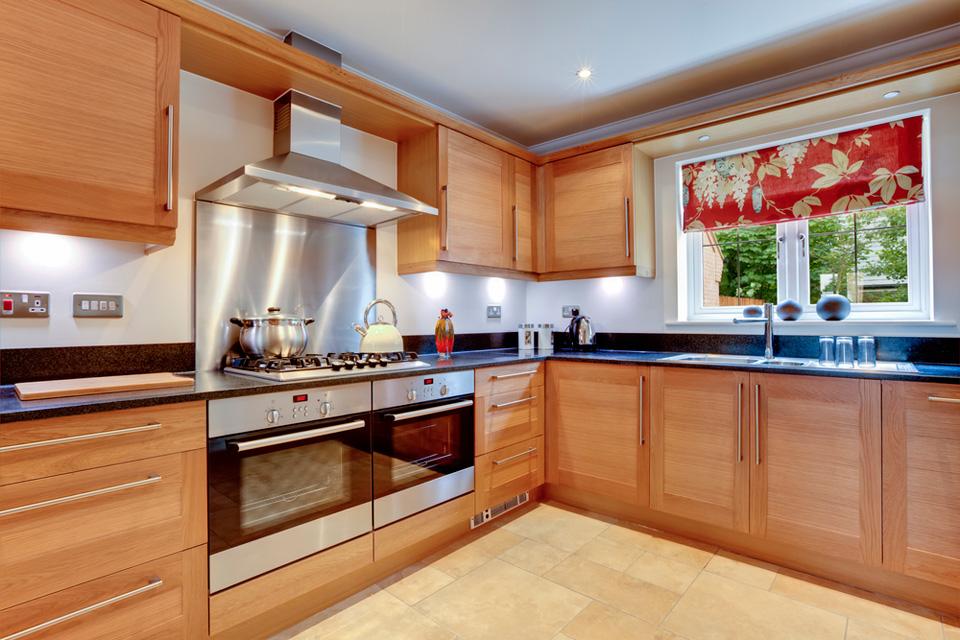 Cocinas integrales carpinteria residencial corian puertas for Modelos de cocinas integrales modernas de madera